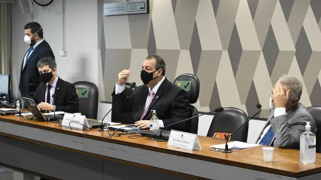 Senador usa bordão de Gil do Vigor na CPI da Covid