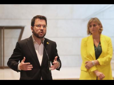 El vicepresident Aragonès i la consellera Vergés, durant la visita a l'hotel Catalonia Barcelona Plaza
