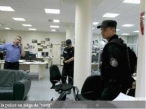 """La police dans les locaux du journal ukrainien """"Vesti"""""""