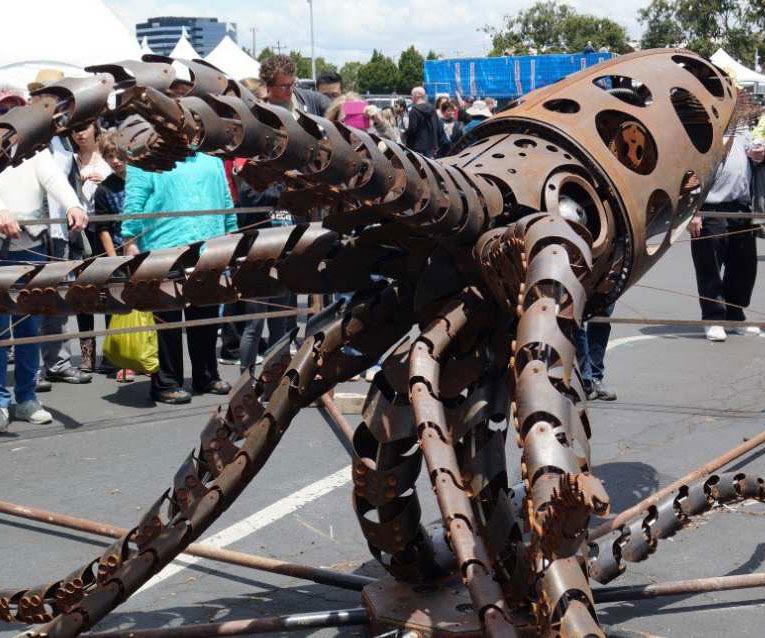 Giant Mechanical Squid