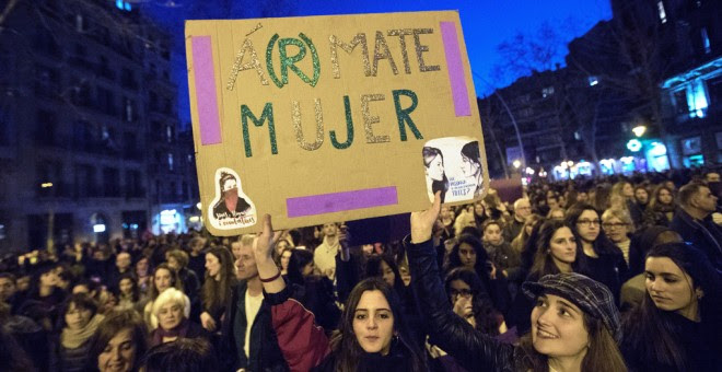 Asistentes a la manifestación de Barcelona por el Día Internacional de la Mujer. EFE/Marta Pérez