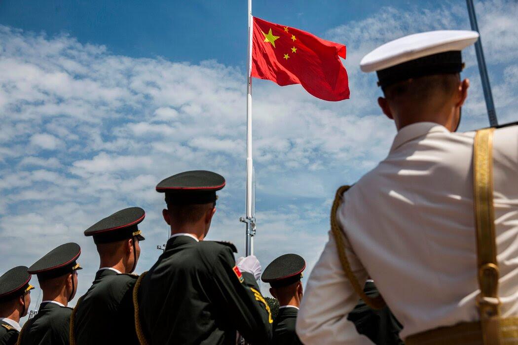 6月,香港一个仪式上的中国人民解放军。