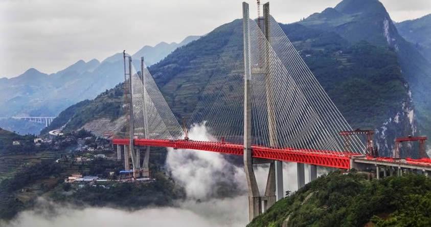 565 metros: Este es el puente más alto del mundo y está en China