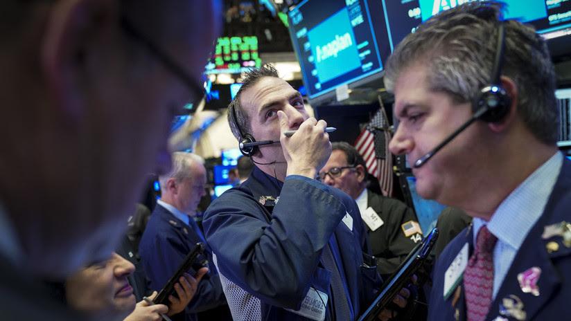 El promedio industrial Dow Jones pierde 500 puntos tras las caídas en mercados de Europa y Asia